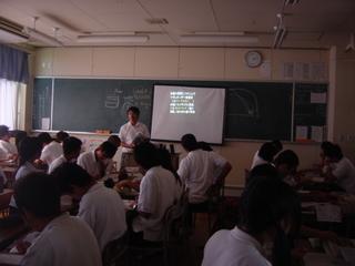 写真1提示用GISのある教室.JPG